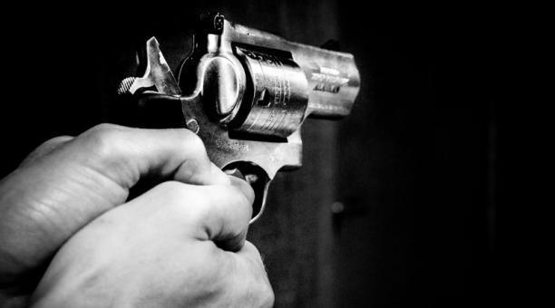 Hombre hiere mujer y luego se suicida en Santiago