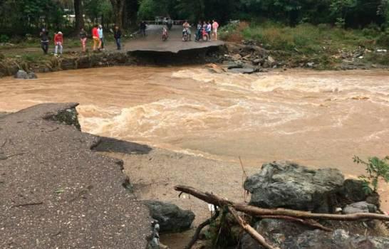 Colapsa puente Badén por crecida del río Camú