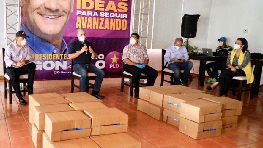 Gonzalo realiza donaciones en provincias del Cibao