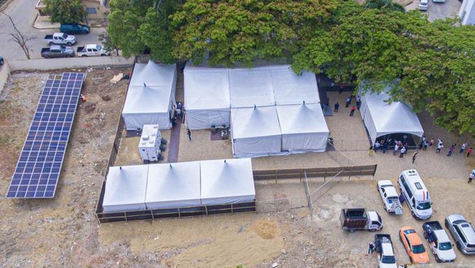 Hospital donado por Abinader en Villa Vásquez inundado tras fuerte aguacero