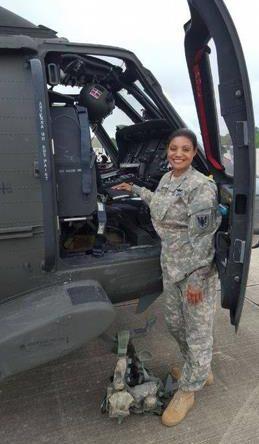Marisol Chalas, primera dominicana que pilotea helicóptero de combate en USA