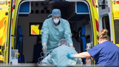 48 muertes más en Reino Unido por Covid, en total 44,650 descenso