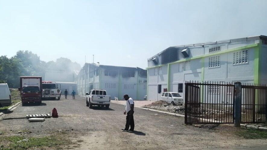 Fábrica de pañales en Tamboril Santiago se incendia