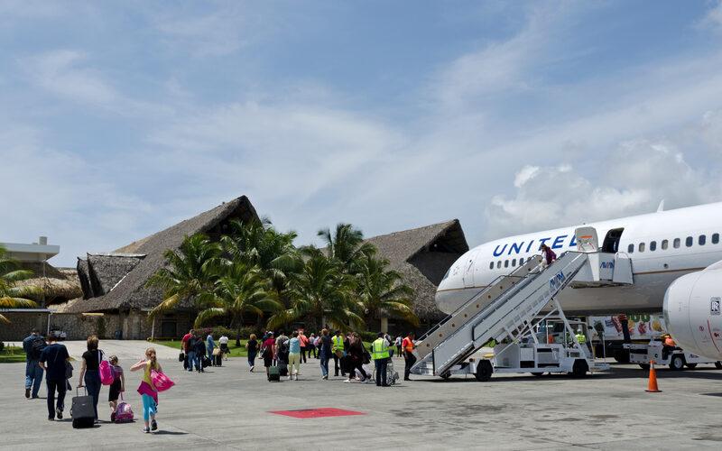 Primeros turistas en el país llegan por Aeropuerto de Punta Cana