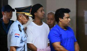 Audiencia en agosto definirá si futbolista Ronaldinho saldrá en libertad