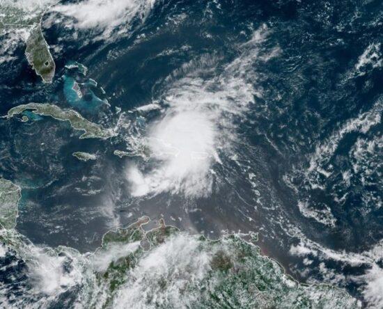 El acercamiento de una onda tropical provocará aguceros en el país