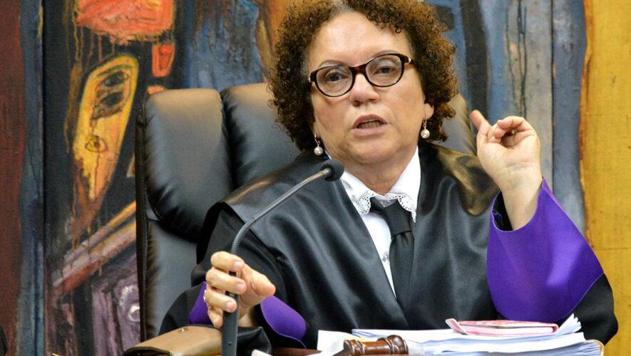 Procuradora afirma tener un cuarto lleno de expedientes de corrupción