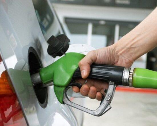 Precio de gasolina disminuye y aumenta el GLP