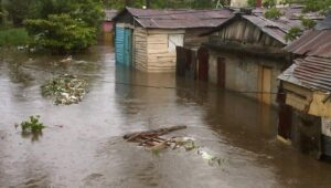 Defensa Civil da soporto a familias afectadas por las lluvias