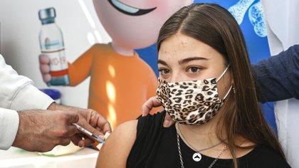 Inician vacunación contra Covid a adolescentes en Israel