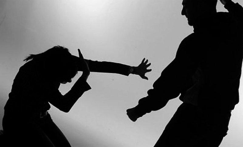 Mujer recibe múltiples golpes en la cabeza por su pareja quien luego se ahorcó