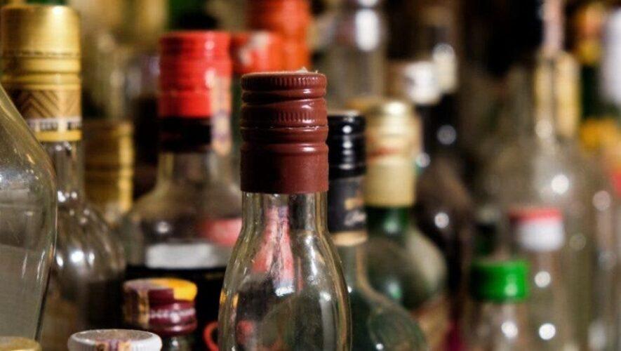 Fallecen dos personas más por consumo de alcohol adulterado