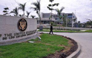 Embajada de EE.UU prohibe a su personal entrar a lugares que no usen mascarillas