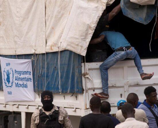 Cuatro camiones de la ONG fueron saqueados tras transportar ayuda para Haití
